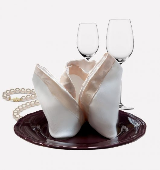 Стилна текстилна салфетка за декорация на Вашата маса